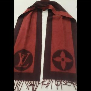 Authentic Louis Vuitton lambs wool Cardiff scarf